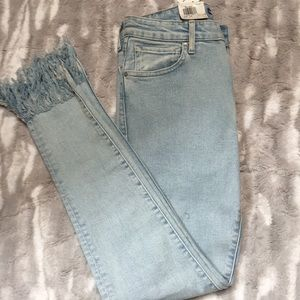 Levi's high rise skinny frayed  runs small…